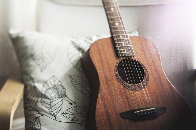 小芝風花がハマってるギターの演奏は上手い?それとも下手?